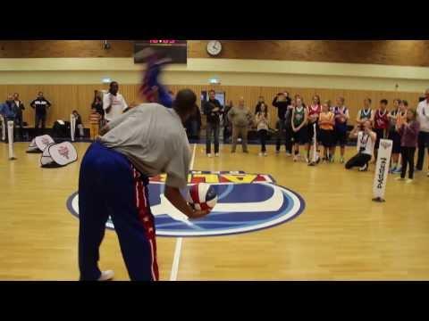 Harlem Globetrotters zaubern mit ALBA-Nachwuchs und der kinder+Sport Basketball Academy
