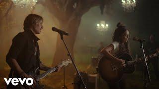Amy Shark, Keith Urban - Love Songs Ain't For Us