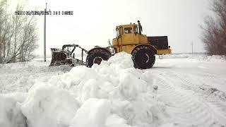 Трактор Кировец. Расчистка снега. Расширяю дорогу перед метелью.