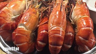 Street Food in Bangkok, Thailand (Seafood Big Lobster + Fried Rice With Egg)   Love2Eat