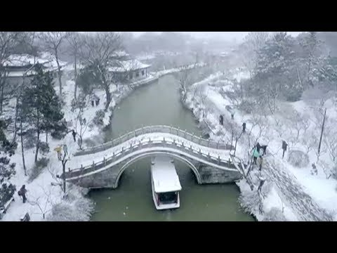Drone video captures snowy beauty of Slender West Lake in East China