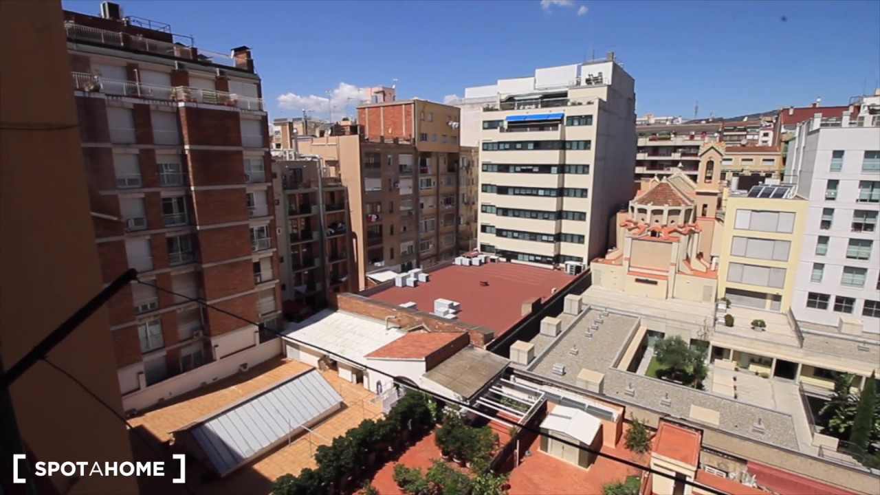Rooms for rent in modern 7-bedroom apartment with balcony in Eixample Esquerra