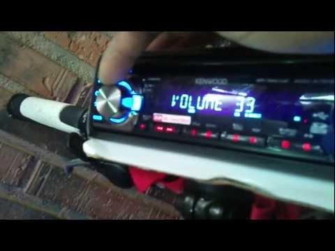 Bici con luces de neones y un radio caset de coche con altavoz  max 350watios