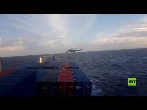 العرب اليوم - شاخد: لحظة اعتراض ومداهمة قوات ألمانية لسفينة تركية في البحر المتوسط