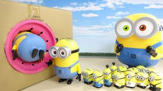 Various Size of Minions Kevin, Bob, Stuart GO into Pink Takilong's Box in a row Hide and Seek