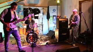 Video Katapult Revival Morava - Hlupák váhá Live HD video - Dubnica na