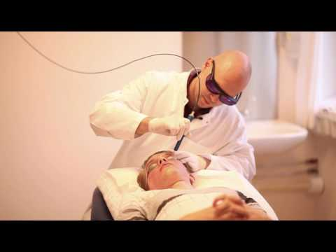 Komarowski der Doktor die dunklen Kreise unter den Augen beim Kind