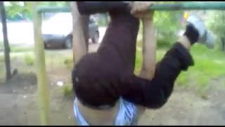 Йога на турнике / Yoga on the horizontal bar
