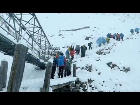 Premières images de randonneurs pris au piège par le blizzard dans l'Himalaya