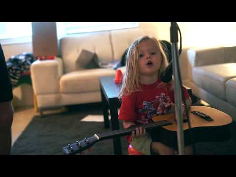 3 Year Old Sings Morgan Wallen / Jimmie Allen Whiskey Glasses, Chasin You, Make Me Want To