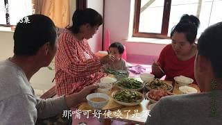 东北大龙143:婆媳2人厨房做美食,热菜凉菜全都有,这是招待谁?