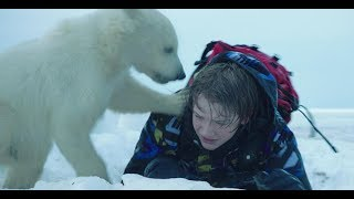 男孩捡到了一只小熊,把它当宠物养着,待它像亲人一样!