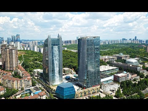 Chinese Construction of Waterfalls in the building 350, फीट ऊंची इमारत से बह निकला झरना - Travel Nfx