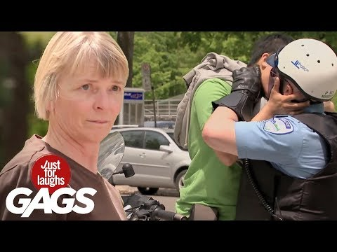 policia cargando gays