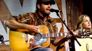 """Josh Thompson """"Won't Be Lonely Long"""" at the NRA Country Fan Club Party"""