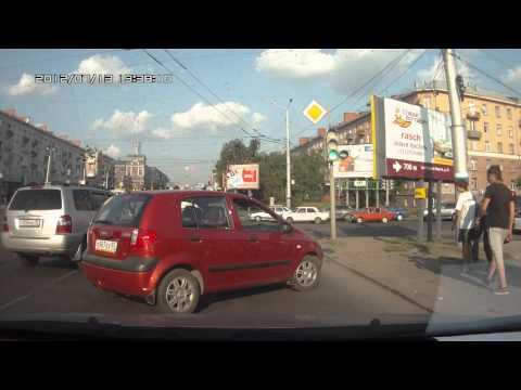 Hyundai Getz, восклицательный знак, крутой поворот... (видео)