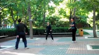 Video : China : JianZi and Tai Chi near WangFuJing, BeiJing 北京 - video