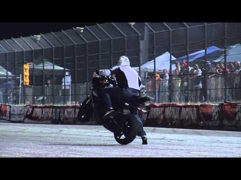 ביל דיקסון בפעלולי אופנוע מדהימים