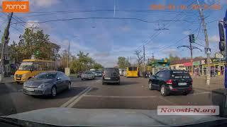 Возле автовокзала столкнулись «Мерседес», ВАЗ и «Ниссан» — возникла огромная пробка
