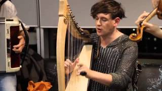 Patrick Wolf - 'Wind In The Wires' (Live In The NME Office)