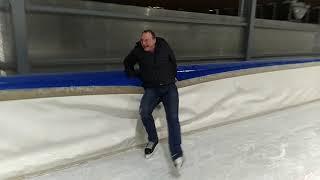 Катаемся на коньках.