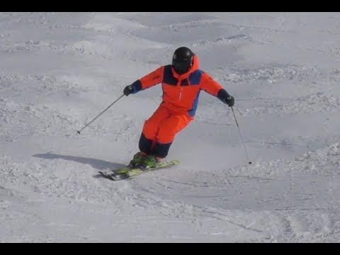Mogul Skiing Intermediate level round line demonstration - Reilly McGlashan