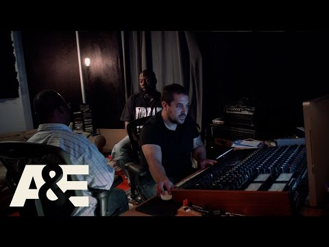 Veure vídeoBorn This Way: John Lays Down a Track (Season 1, Episode 3)