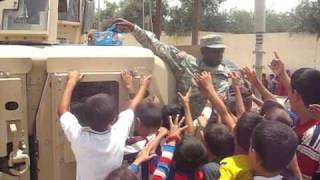 preview picture of video 'Starving kids in Iraq Mosul.'