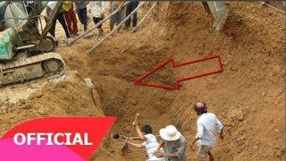 Đang đào đường bỗng thấy chỗ đất bị sụt lở, kéo máy xúc lên mới choáng: 'Quái vật 140 năm!'