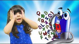 Если бы Пылесос умел ГОВОРИТЬ. Пылесос как ЗОЛУШКА! Играем в Фабрику Плей До. Видео для детей