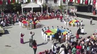 Rengarenk Şarkısı Eşliğinde 23 Nisan Paraşüt Gösterisi