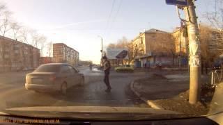 Челябинск. Нарушение ПДД. Водитель корейской табуретки гоняет на красный.