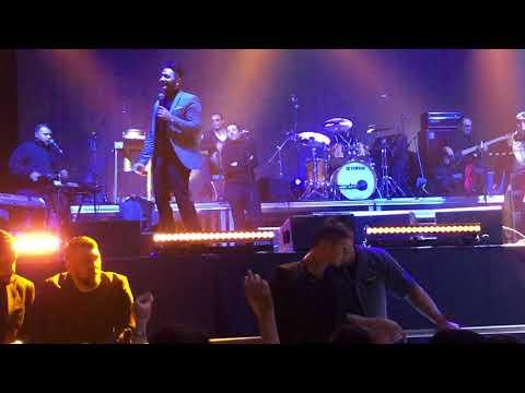 Tamer Hosney In Sweden ( Stockholm) تامر حسني في اغنيه شيرين بس بقا