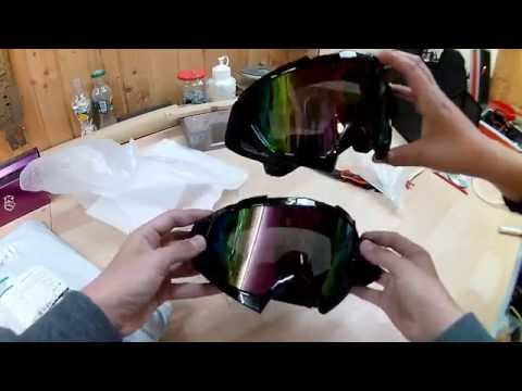 Le masque pour la peau sèche de la personne avec les citrons