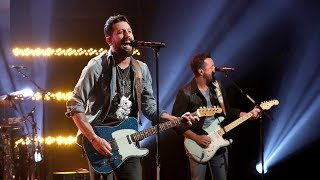 Gambar cover Country Stars Old Dominion 'Make It Sweet' on Ellen