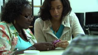 Teaching seniors how to use smartphones.