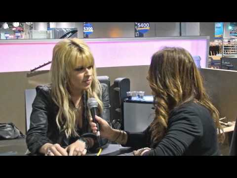 Orianthi talks about Helix HD Strings at NAMM 2011, Dean Markley
