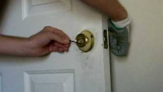Picking a Kwikset deadbolt lock with a bobby pin