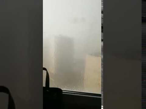 Падение из-за сильного ветра строительного крана в Казани