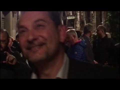 """Umbria, vittoria Tesei e dalle finestre """"Bella Ciao"""". Candiani: «Fastidio? Noi dai simpatici»"""