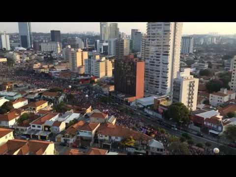 Visão da avenida Faria Lima tomada pelos manifestantes contra o GOLPE