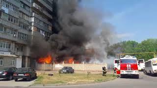 В Таганроге из-за крупного пожара на фабрике мороженого «Успех» загореласьсемнадцатиэтажка Ч.2
