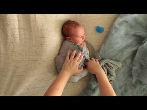 [Cách quấn bé sơ sinh – Clip 18]Basic Newborn Wrap By Stone Hall Photography