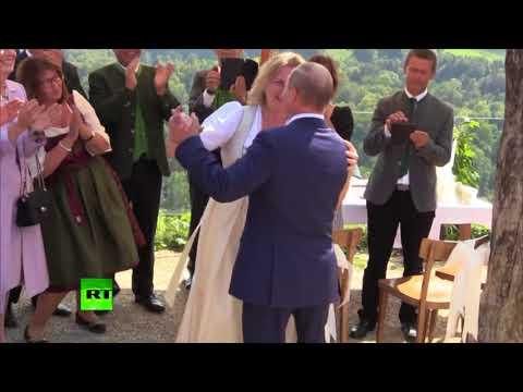 Svatební skandál EU: Putin si přijel do Grazu zatančit na svatbu rakouské ministryně