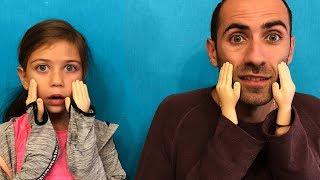 პატარა ხელების ჩელენჯი 🤚✋ ემილია მამიკოსთან ერთად პატარა ხელებით ცდილობენ საჭმლის ჭამას