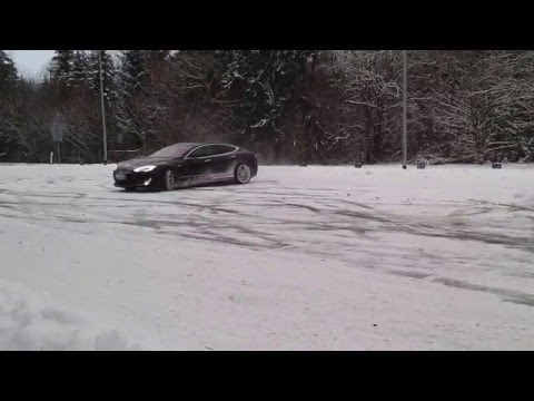 Tesla Model S Silently Spinning In the Ice