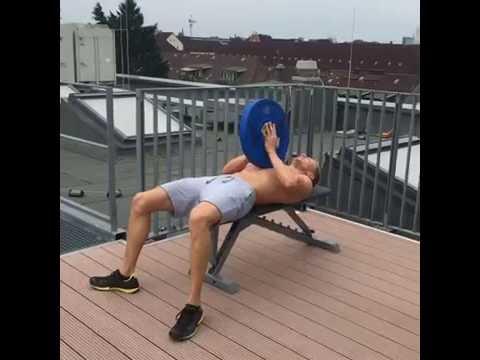 Effektives Fatburner-Workout mit nur einer Hantelscheibe