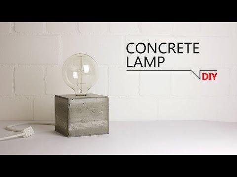 Lampe mit Betonfuß - inklusive riesiger Glühbirne