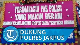 Sekitar 30 Lebih Karangan Bunga Menghiasi Kantor Polres Jakarta Pusat