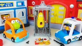 Pororo police Station and police car toys Amusement Park play 뽀로로 경찰서와 놀이공원 경찰차 장난감놀이 - 토이몽